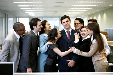 Một người sếp đầy khuôn mẫu khiến nhân viên sợ sệt mỗi khi đối mặt hay một người lãnh đạo được nhân viên yêu mến: Bạn chọn ai?